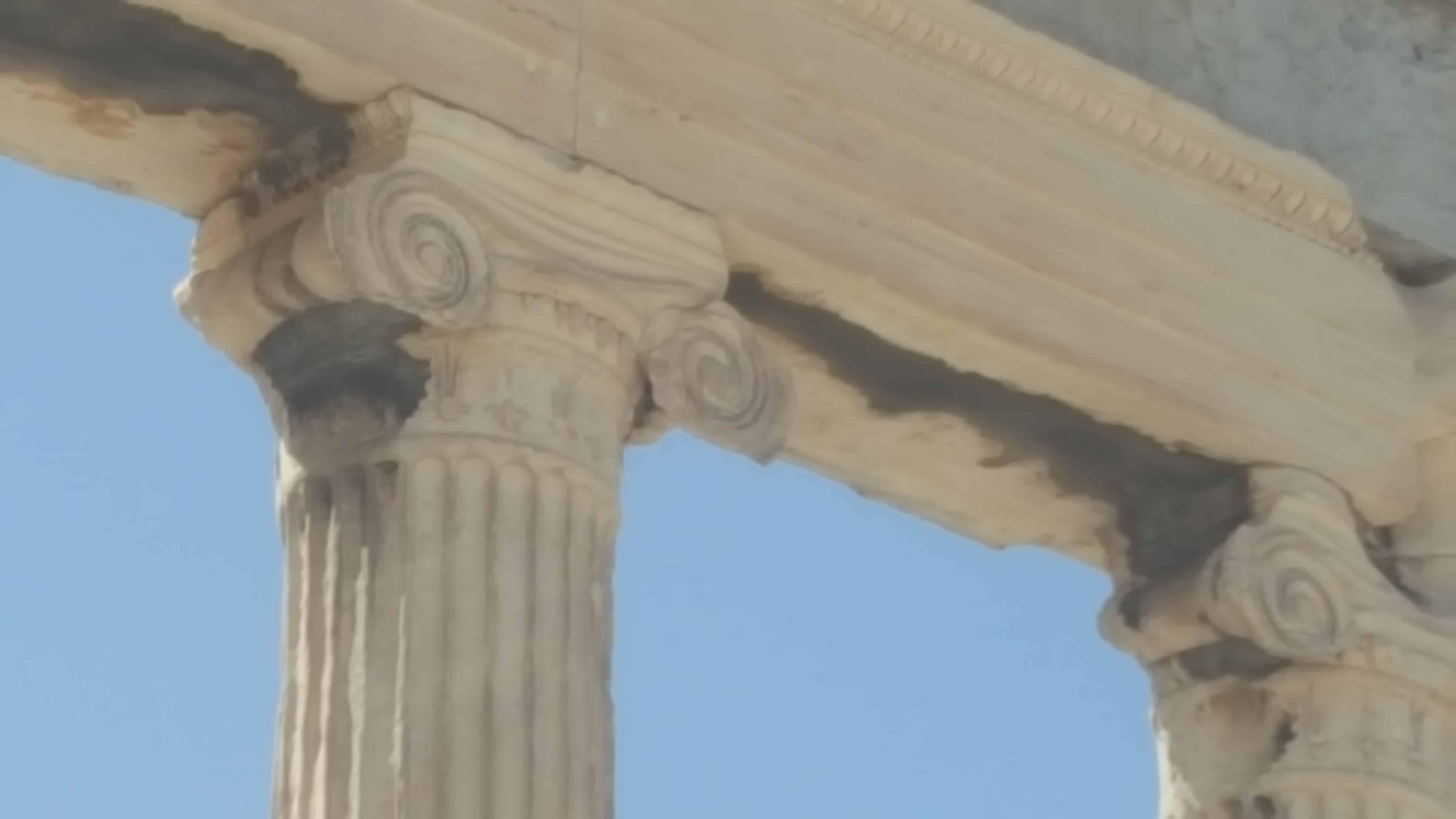 イオニア式の柱