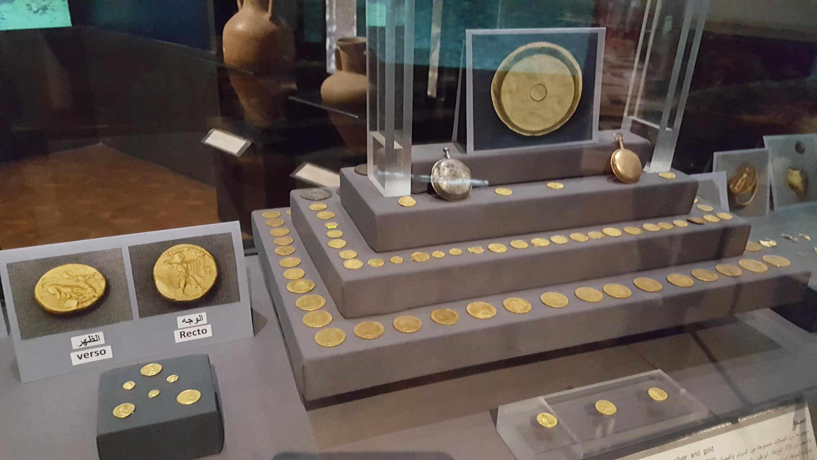 水中から発見された金貨